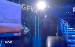 lo scherzo del topo ad alfonso signorini al gf vip 11