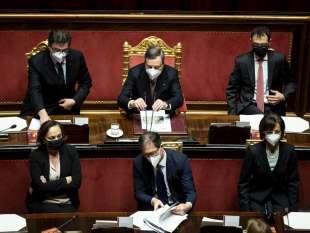 mario draghi in senato tra i ministri del suo governo