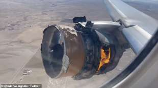 motore in fiamme boeing 777 united airlines