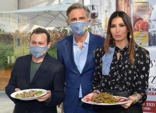 nicola santini beppe convertini elisabetta gregoraci foto di bacco