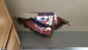 pezzi del motore del boeing 777 di united airlines 2