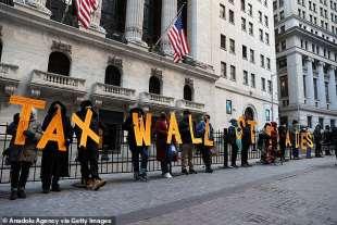 proteste daanti alla borsa di new york