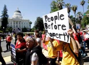 PROTESTE SUGLI AFFITTI CALIFORNIA