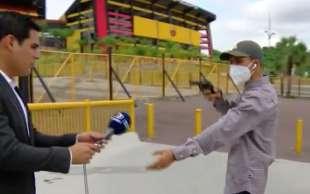 reporter rapinato con la pistola in diretta in ecuador 7