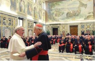 a Papa Francesco saluta il decano Sodanorticle