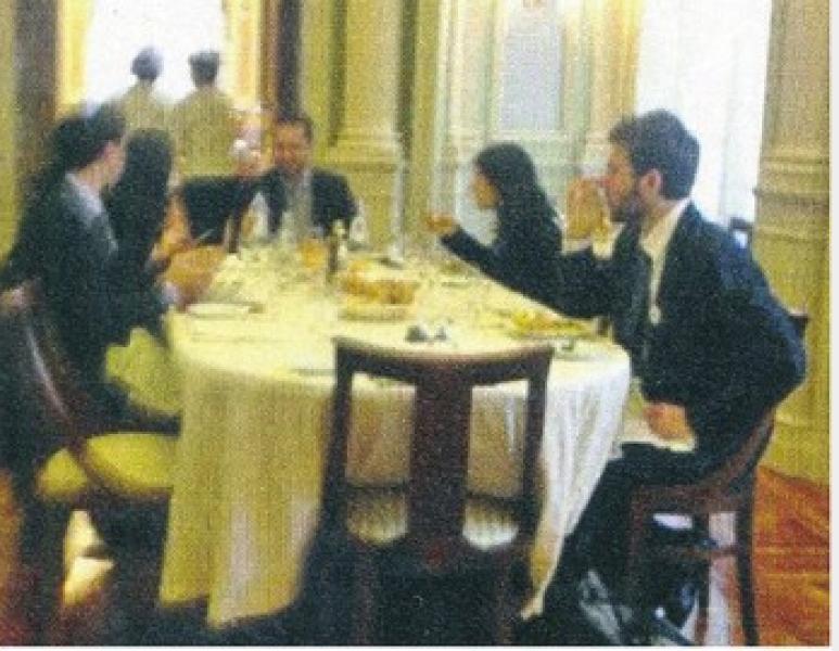 Pranzo alla camera parlamentari 5 stelle foto da chi for Camera 5 stelle