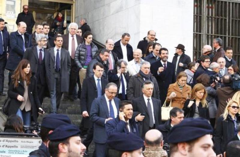 Protesta parlamentari pdl davanti al tribunale di milano for Parlamentari pdl