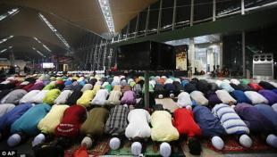 Musulmani pregano per gli scomparsi