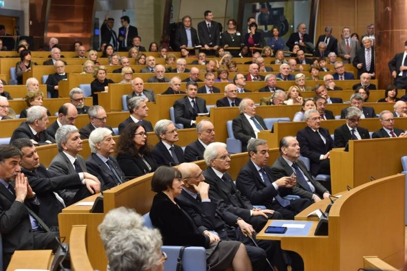 Sala dei gruppi parlamentari per pietro ingrao dago for Gruppi parlamentari