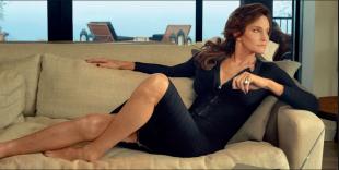 caitlyn jenner sul divano