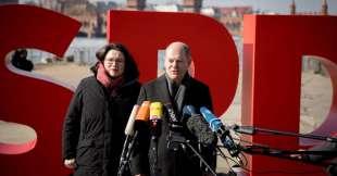 Andrea Nahles, leader del gruppo parlamentare della SPD con Olaf Scholz