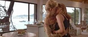 sharon stone bacio lesbo