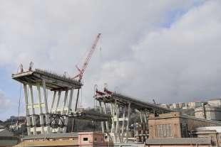 demolizione ponte morandi 1