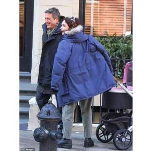 MATILDA DE ANGELIS CON HUGH GRANT SUL SET DELLA SERIE HBO 'THE UNDOING'