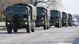 esercito a bergamo per portare via le bare 4