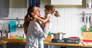 famiglia in cucina 3