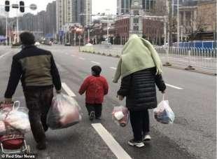 la famiglia rimasta nascosta al mercato di wuhan per due MESI