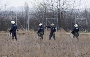 scontri tra migranti e polizia al confine tra grecia e turchia 16