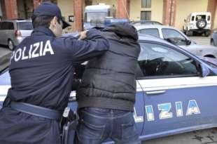 MORS TUO, DITO MEO – UN UOMO STACCA A MORSI UN DITO A UN POLIZIOTTO,...