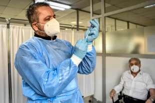 coronavirus - vaccinazioni all ospedale militare di baggio