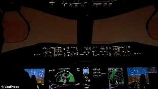 fulmine colpisce un boeing 737 max diretto a panama