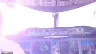 fulmine colpisce un boeing 737 max diretto a panama 2