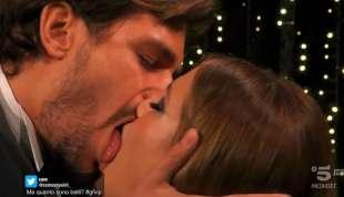 il bacio tra andrea zelletta e natalia paragoni 3