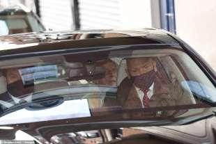 il principe filippo esce dall'ospedale 5