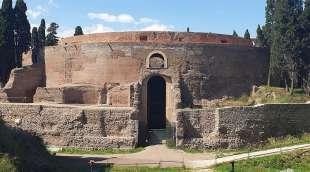 ingresso del mausoleo di augusto