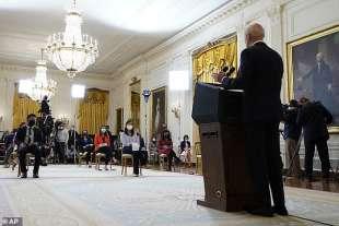 la prima conferenza stampa di joe biden 2