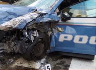 macchina della polizia distrutta incidente sheena lossetto