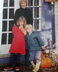 mia farrow con i figli dylan e ronan