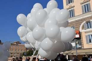 palloncini bianchi per claudio coccoluto foto di bacco
