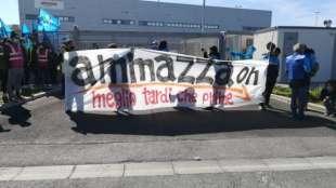 protesta contro amazon