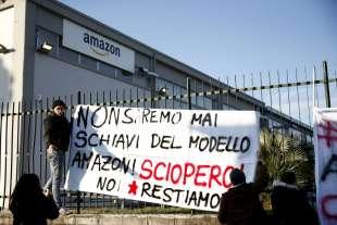 sciopero contro il modello di lavoro di amazon