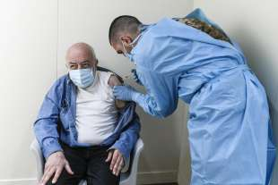 vaccinazioni all'hotspot dell'allianz stadium di torino 2