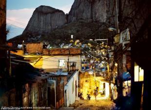 Favela di Rio di notte