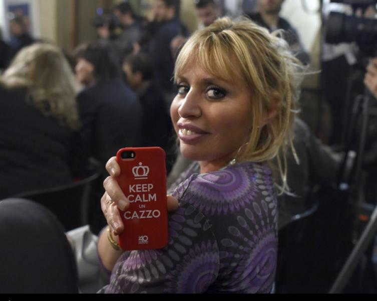 Augias twitta la foto di alessandra mussolini keep calm un for Immagini keep calm