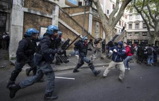 Roma, guerriglia urbana