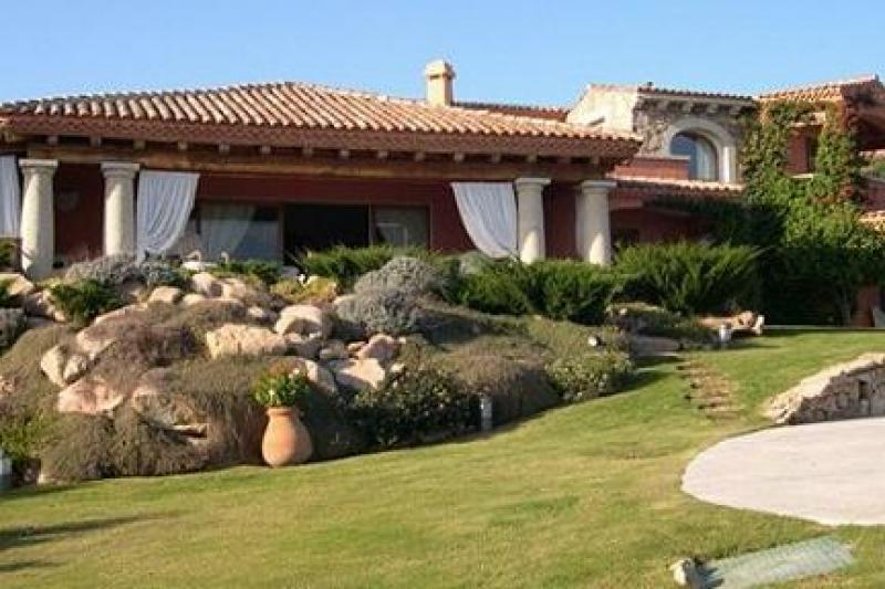 Villa lusso sardegna dago fotogallery for Immagini ville di lusso