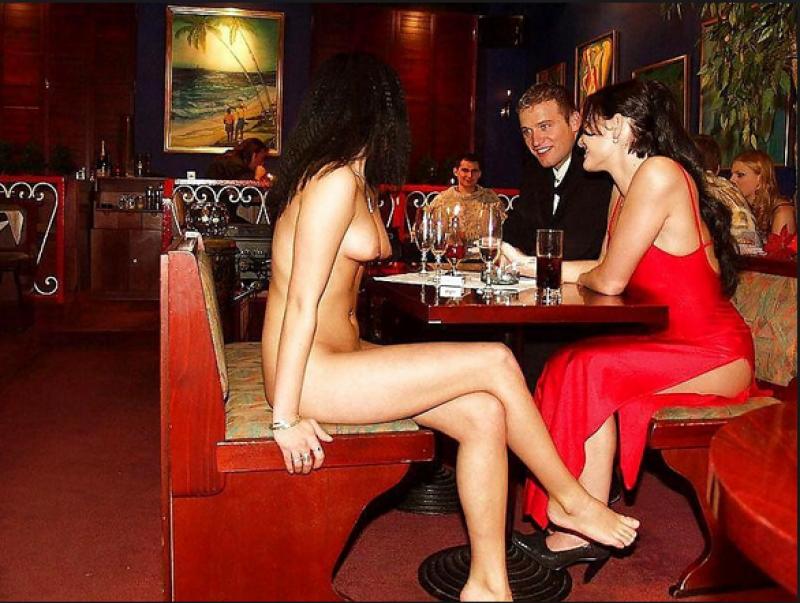 Die blonde Mama fickt im Restaurant - gratis sex videos