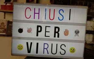 chiusi per virus