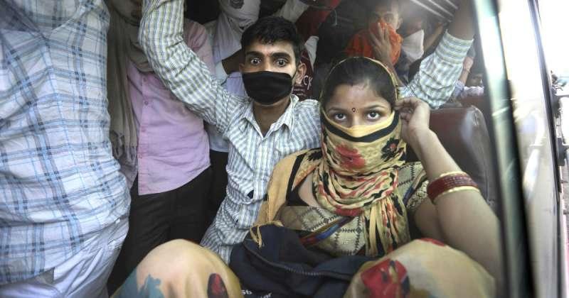 esodo di massa in india per il coronavirus 1
