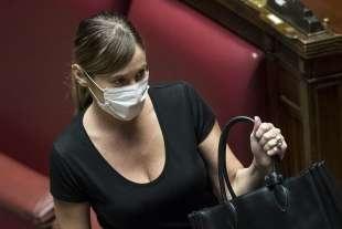 maria elena boschi con la mascherina alla camera 2