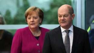 Olaf Scholz e Merkel