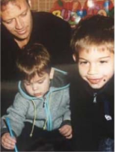 rocco siffredi con i figli in una vecchia foto