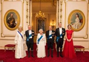 camilla, carlo, la regina elisabetta, il principe filippo, william e kate