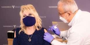 dolly parton e il vaccino contro il coronavirus