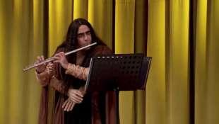 elio suona sul palco