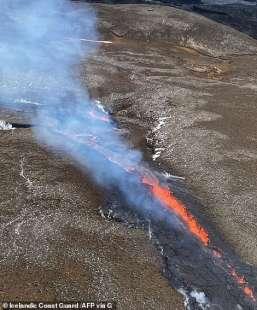eruzione vulcano valle di geldinga, in islanda 1